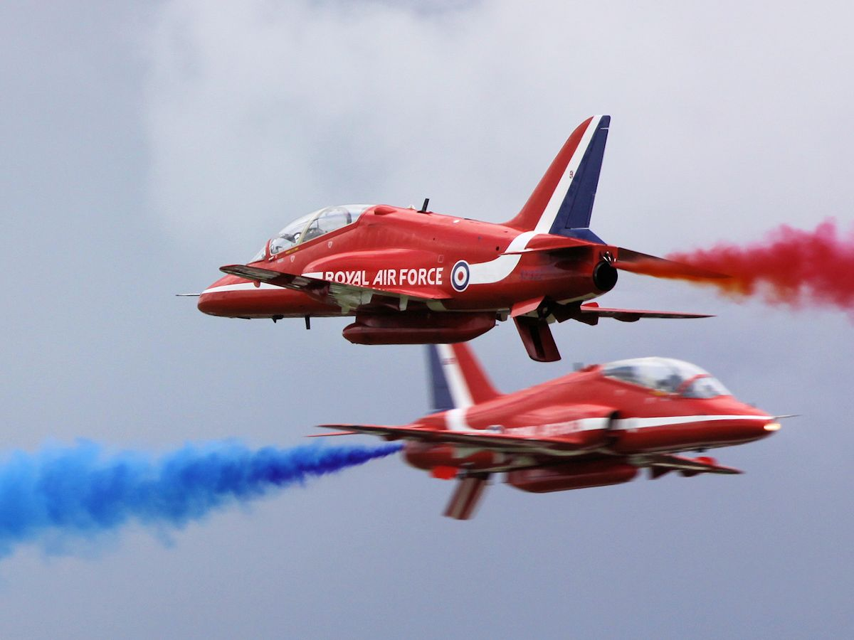 Red Arrows - Kemble 2011 - pic by Nigel Key